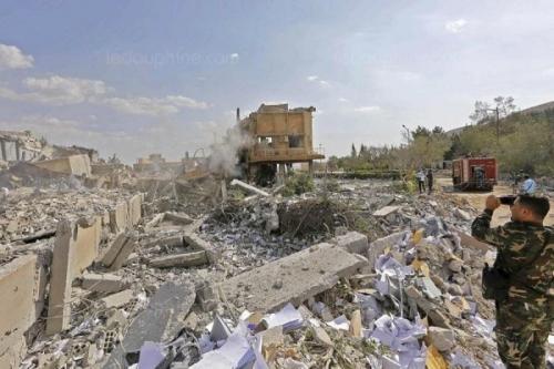 un-soldat-syrien-filme-le-centre-de-recherche-scientifique-de-damas-600x400.jpg