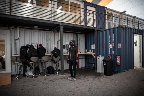 refugies-centre-premier-accueil-CPA-porte-Chapelle-10-novembre-2016-inauguration_2_1398_933.jpg