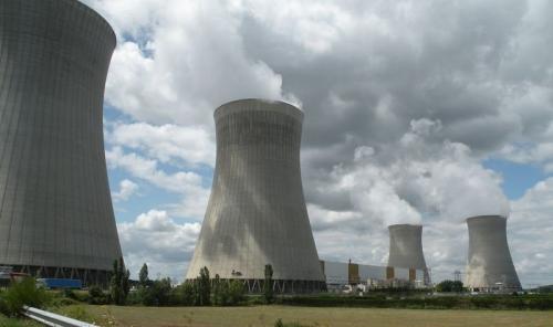 800px-Dampierre-en-Burly_-_centrale_nucléaire-800x475.jpg