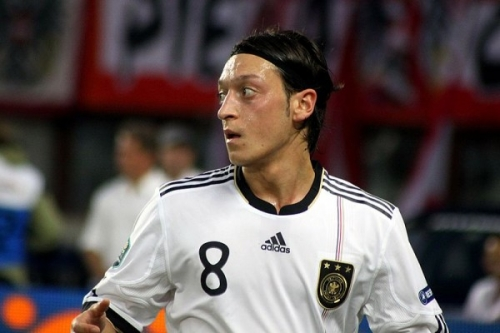 800px-Mesut_Özil_Germany_national_football_team_03-600x400.jpg