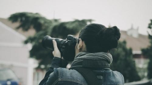 female_paparazzi_person_photographer_photography_reporter_woman-1112425-845x475.jpg