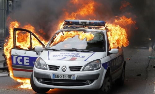 voiture-police-feu-quai-valmy-1200x727.jpg