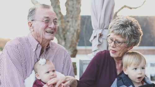 grandparents_grandmother_people_happy_family_senior_outdoors_portrait-1283525.jpgd_-1-845x475.jpeg