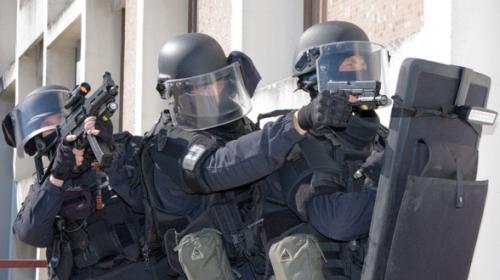 ultra-droit-coup-de-com-terrorisme-588x330.jpg