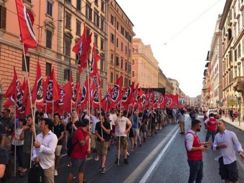 CasaPound_marche_2016_Rome-696x522.jpg